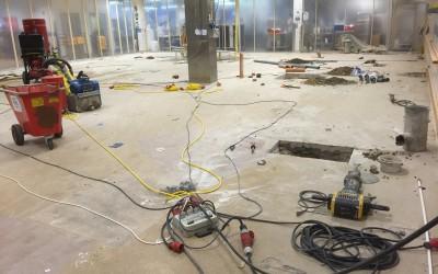 Bild 2 - Rivning av gamla golvbeläggningar