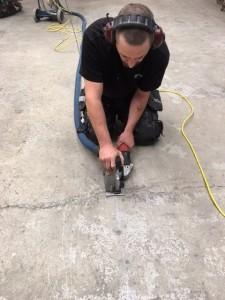 Anvisningsskärning för infädtning av golvräls.