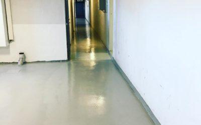 Renovering av golv i källargång