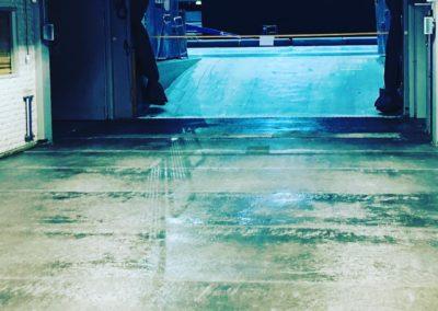 Glasfiberarmerat golv i spelargången