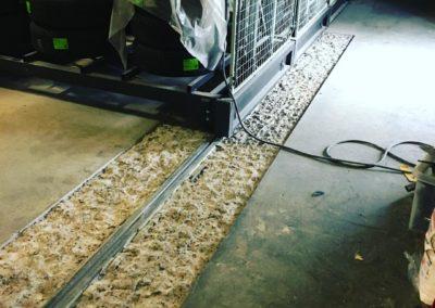 Förarbete golv runt hyllräls